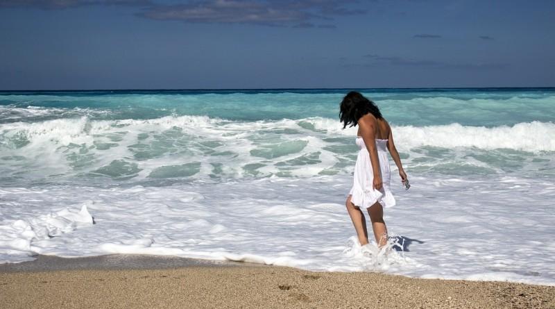 dívka a moře-429380_1280